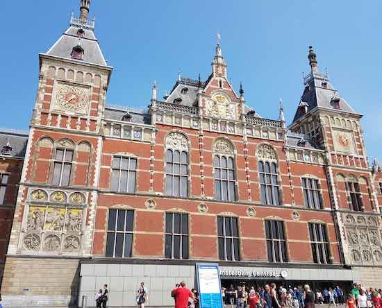 nhà ga amsterdam
