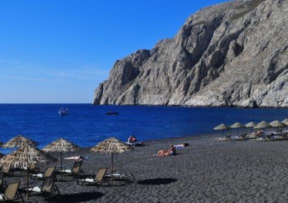 Biển cát đen kamari