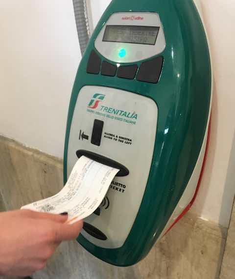 Máy stamp vé  tàu Trenitalia