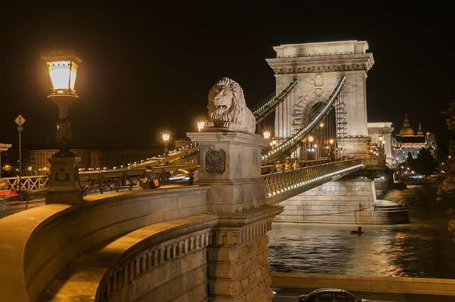 Cầu xích- địa điểm du lịch budapest hungary nổi tiếng