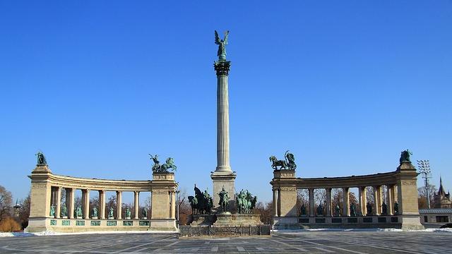 Quảng trường anh hùng- địa điểm du lịch budapest hungary