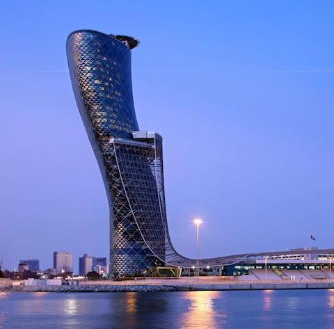 toà tháp nghiêng Capital Gate(