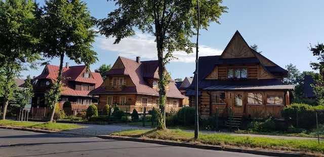 những ngôi nhà gỗ khi du lịch zakopane ba lan
