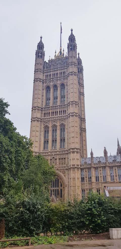 Cung điện Westminster - địa điểm du lịch london anh quốc nổi tiếng nhất