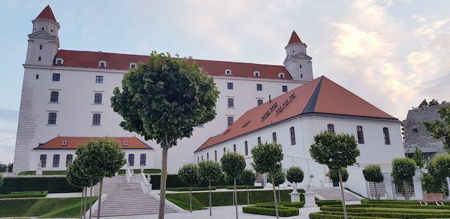 Lâu đài Bratislava - địa điểm du lịch bratislava slovakia nổi tiếng nhât