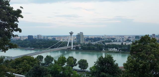 View thành phố từ lâu đài bratislava nhìn xuống