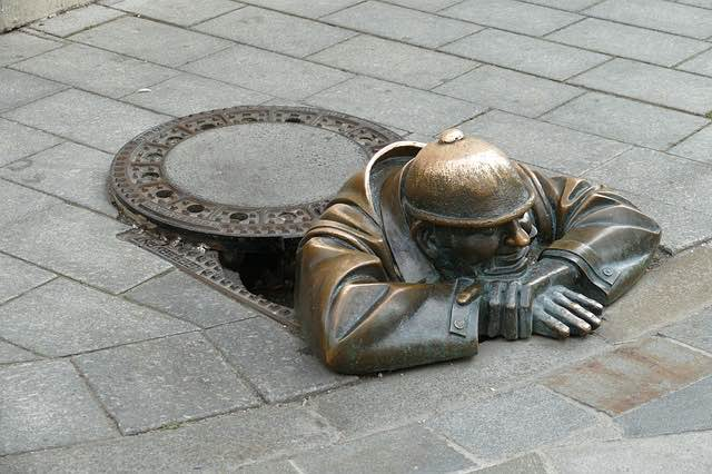 bức tượng Anh thợ cống Cumil