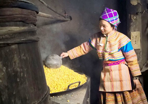 One H'mong woman is making corn wine