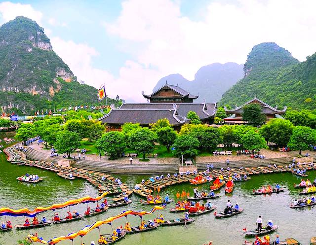 Trang An ninh binh- one of the most beautiful places in Vietnam