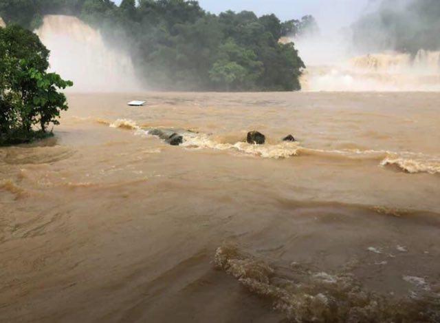 Ban gioc waterfall cao bang vietnam in flood season.