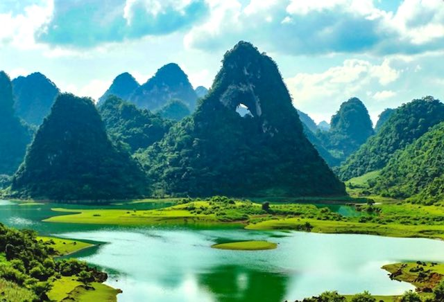 Nui Thung Valley