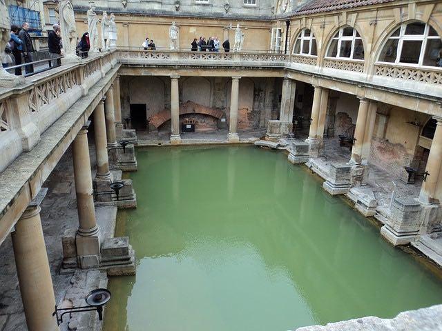 Bath- địa điểm day trip từ london nổi tiếng